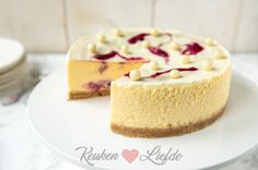 Witte chocolade cheesecake met cranberry swirl Sweet Pie, Cake Cookies, Sweet Recipes, A Food, Sweet Treats, Deserts, Sweets, Cakes, Baking