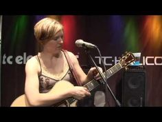 Laura Clapp demonstrates VoiceLive 2 - Musikmesse 2009 - vocal harmony