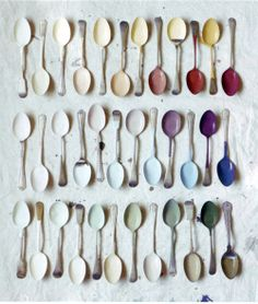 this gives me an art idea! How cute would it be to dip a few old spoons in accent colors and frame them, hang in dining room or kitchen?
