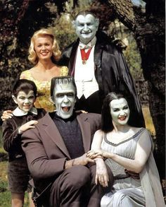 Celebrating selection of comedic imagery! The Munsters starring Butch Patrick, Pat Priest, Fred Gwynne, Al Lewis and Yvonne De Carlo in 1964 at CBS. The Munsters, Munsters Tv Show, Munsters House, Yvonne De Carlo, Photo Vintage, Vintage Tv, Beatles, Mejores Series Tv, Kino Film