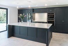 Small Open Plan Kitchens, Open Plan Kitchen Dining Living, Open Plan Kitchen Diner, Living Room Kitchen, Home Decor Kitchen, Kitchen Interior, Home Kitchens, Kitchen Design, Howdens Kitchens