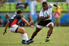 Fiji's Josua Tuisova runs with the ball past Japan's Kazuhiro Goya in the mens rugby sevens semi-final match between Fiji and Japan during the Rio 2016 Olympic Games at Deodoro Stadium in Rio de Janeiro on August 11, 2016. / AFP / Pascal GUYOT