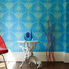 Anna French, Wild Flora damask blue / green ANNA FRENCH Anna French is one of my favorite designers of wall coverings. Anna French Wallpaper, Damask Wallpaper, New Wallpaper, Designer Wallpaper, Beautiful Wallpaper, Green Wallpaper, Wallpaper Samples, Wallpaper Online, London Living Room