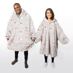 The Oodie is a large hooded blanket that is designed to keep you extremely warm. One size fits all. Reversible with premium sherpa fleece interior & super soft micro fleece exterior. Stay Warm, Warm And Cozy, Buy Things Online, Gift Wrapping Bows, Wearable Blanket, Hooded Blanket, Exercise For Kids, Cute Casual Outfits, One Size Fits All