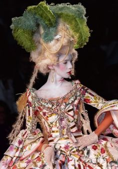 Marie Antoinette by John Galliano for Dior, from the winter 2000 couture collection Christian Dior Couture, Dior Haute Couture, Couture Fashion, John Galliano, Galliano Dior, Marie Antoinette, Corsets, Moda Fashion, High Fashion