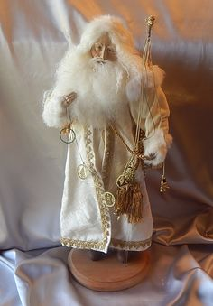 For your consideration is a spectacular Santa Claus. Twilight Santa was designed by the Texas artist Lynn Haney. Old World Christmas Ornaments, All Things Christmas, Vintage Christmas, Christmas Inspiration, Christmas Ideas, Father Christmas, Auntie, Dollhouses, Wonderful Time