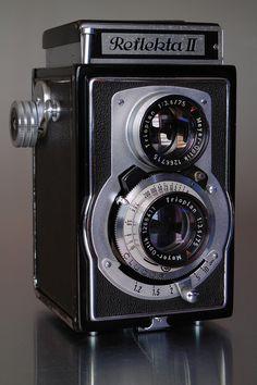 Welta Reflekta II, 2x Meyer-Optik Trioplan f3.5 75mm lens