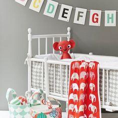 A,B, C, D, E y es hora de ir a dormir. Buenas noches!   #littlephant #estilonordico #puericultura #niños #bebes #decoinfantil #decoracioninfantil #habitacionniños #habitacioninfantil #marcasnordicas #diseñonordico