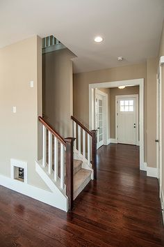 Interior Wall Colors, Painted Interior Doors, House Paint Interior, Dark Floor Living Room, Beige Living Rooms, Living Room Colors, Hallway Colour Schemes, Hallway Colours, Tan House