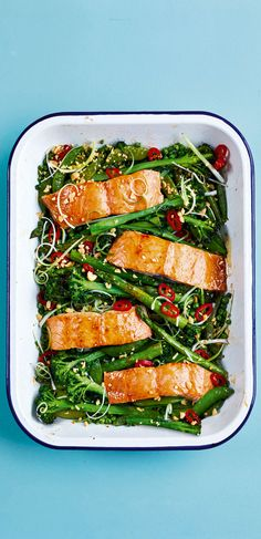 Get a delicious dinner on the table in just 30 mins with this Sticky Soy and Honey-roasted Salmon Traybake from 😋 Succulent salmon, tender veg, with a zip of red chilli and crunchy peanuts to finish. Head to the link in our bio for the recipe. Carb Free Dinners, One Dish Dinners, Veggie Dinners, Tray Bake Recipes, Asda Recipes, Recipies, Roasting Tins, Midweek Meals, Easy Meals