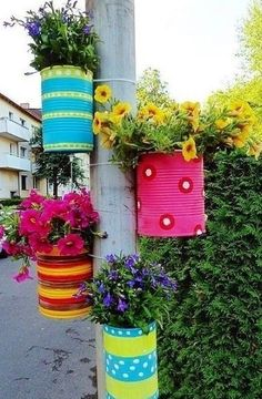 Diy Discover Tie colorful DIY flower pots to posts. Tie colorful DIY flower pots to posts. Garden Crafts, Garden Projects, Diy Crafts, Tin Can Crafts, Diy Projects, Diy Flowers, Flower Pots, Spring Flowers, Hanging Flowers