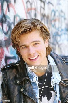 View and license Brad Pitt pictures & news photos from Getty Images. Brad Pitt Pictures, Face Hair, Leonardo Dicaprio, Attractive Men, Dimples, Beauty Hacks, Beauty Tips, Cute Guys, Beautiful People