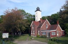 Photographs, history, travel instructions, and GPS coordinates for Presque Isle Lighthouse in Pennsylvania