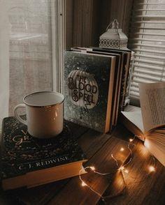 Autumn Rain, Autumn Cozy, Autumn Leaves, Rain And Thunder Sounds, Coffee Shop Aesthetic, Coffee And Books, Rain And Coffee, Coffee Art, V60 Coffee