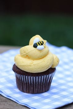 Bumblebee Cupcakes: The buzz is that these cupcakes are the perfect way to start the season. Click through to find more easy spring cupcake ideas.