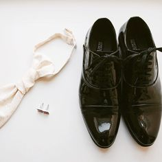 Tie. Cuff links. Dress shoes. #agroomsattire #onhisweddingday #groomspiration #dapper #ollistudio #nycweddingphotography #awardwinning #photojournalistic