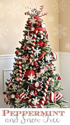 12 Christmas Tree Decorating Ideas: Loving this peppermint & snow decorated Christmas tree. So pretty with all red and white colors.