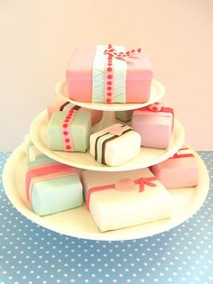 Gift box cakes...oh so sweet