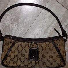 Gucci Brown GG Canvas Small Abbey D Ring Bag Gucci Brown GG Canvas Small Abbey D Ring Shoulder Bag    Pre Owned     does have gucci storage  / dust bag     has noticable owned wear = fabric rubbing     zipper runs smooth     handle excellent   plenty of life left Gucci Bags Mini Bags
