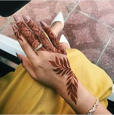 51 Fascinating Karwa Chauth Mehndi Designs For Newlywed Brides - Henna Henna Hand Designs, Dulhan Mehndi Designs, Tribal Henna Designs, Modern Henna Designs, Mehndi Designs Finger, Henna Tattoo Designs Simple, Mehndi Designs 2018, Mehndi Designs For Girls, Stylish Mehndi Designs