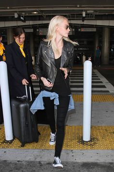 Poppy Delevingne Photos Photos - Poppy Delevingne is seen at LAX on October 18, 2016. - Poppy Delevingne Arrives at LAX