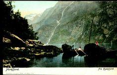 Sogn og Fjordane fylke Gloppen kommune  Hyenfjord i Nordfjord . Kolorert. Nærmotiv folk om bord i båt lastet med tang el.l. Utg H. Abel. Ubrukt 1904,