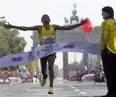 Ethiopia's Haile Gebrselassie sets the world record at the 2008 Berlin marathon with a time of 2:03:59. (AP)