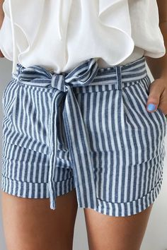 striped shorts ideen for teens frauen shorts outfits Mode Outfits, Casual Outfits, Fresh Outfits, Casual Shorts, Female Outfits, Grunge Outfits, Short Outfits, Looks Style, Style Me