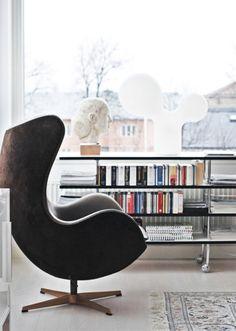 En stor stol og en bunke bøger – så har du et læsehjørne, der støtter dit område for Visdom & selvindsigt. Området repræsenterer nemlig alt, hvad du gerne vil vide mere om eller ønsker at studere.