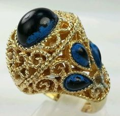 VINTAGE-Rare-Trifari-Blue-Cabochon-Eye-Gold-Tone-Queen-ring-ONLY-one-on-ebay