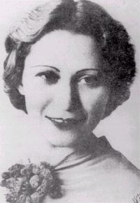Julia de Burgos entre los vanquardistas a los años 30. Ella viajó a Nueva York en 1940 y vive aquí.