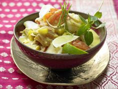 Ein gutes Curry geht immer. Fisch-Kokos-Curry - mit Mango, Tomaten und scharfen Gewürzen - smarter - Kalorien: 387 Kcal - Zeit: 45 Min. | eatsmarter.de