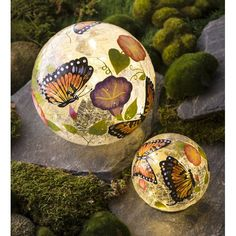 Butterfly Crackle Glass Solar Globes will make your garden glow. Day or night, you're going to love these charming accents that are perfect for garden, flower bed, patio, porch and more. Wooden Pathway, Globe Flower, Decorative Garden Stakes, Garden Spinners, Solar Powered Lights, Solar Lights, Lanterns Decor, Crackle Glass, Garden Signs