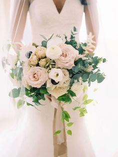 The ultimate romantic flower, roses make every bridal bouquet look beautiful and elegant. See some of our favorite rose wedding bouquets, here. Bridal Bouquet Fall, Rose Wedding Bouquet, White Wedding Bouquets, Bride Bouquets, Bridal Flowers, Purple Bouquets, Astilbe Bouquet, Garden Rose Bouquet, Wedding Centerpieces