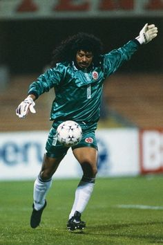 rene higuita - My most favorite goalie! Those legs though! Football Icon, Best Football Players, Good Soccer Players, Retro Football, World Football, Football Kits, Vintage Football, Sport Football, Colombia Soccer