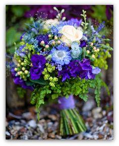 bukiet slubny niebieski fioletowy