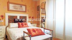 Piso de tres dormitorios situado en la calle Rosalía de Castro, con todos los servicios a nuestro alrededor.