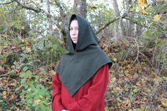 This is how I sew my Skjoldehamn hoods. There are two hoods in the tutorial, one bluegreen in plain weave wool I made for a friend and one moss green twill I use myself. Detta är hur jag syr mina…