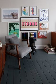 London Homes With Dark Color Palettes | These luscious London homes and their moody color palettes will inspire you to join the dark (wall paint color) side.