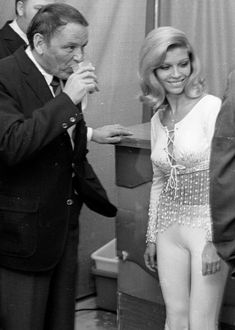 Frank Sinatra & daughter Nancy attend the Police Athletic League Benefit Honoring Frank Sinatra on February 7, 1970 at the Sheraton Hotel in Palm Springs, California.