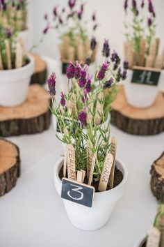 Flores combinam perfeitamente com a delicadeza do estilo boho e dão ótimas lembrancinhas de casamento!