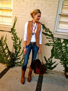 32 Awesome Rodeo Outfits Ideas For Women Rodeo Outfits, Western Outfits, Vest Outfits, Country Outfits, Western Wear, Fall Outfits, Cute Outfits, Cowgirl Mode, Cowgirl Style