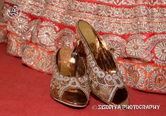 Details are important!  Gold & Silver Lightens Wedding Memorable #SiSoDiyAPHOTOGRAPHY