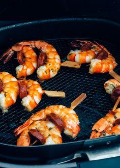 4 tapas recepten die super makkelijk zijn en snel klaar. Ideaal voor een tapas avondje met vrienden. Brood met aioli erbij en klaar ben je. Week 5, Aioli, Chorizo, Plank, Shrimp, Foodies, Bbq, Good Food, Meat