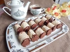 Štafetky - famózne roládky z bielkov (fotorecept) - Recept Christmas Goodies, Christmas Baking, Small Desserts, Desert Recipes, French Toast, Cereal, Food And Drink, Low Carb, Gluten Free