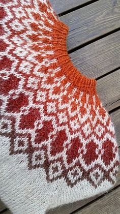 This pattern is available in English and in Swedish. This pattern is available in English and in Swedish. Fair Isle Knitting Patterns, Knitting Designs, Knit Patterns, Knitting Projects, Crochet Projects, Crochet Patron, Knit Crochet, Punto Fair Isle, Norwegian Knitting