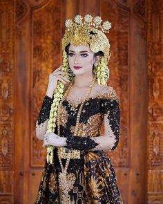 Javanese Wedding, Indonesian Wedding, Kebaya Wedding, Wedding Bride, Next Wedding, Wedding Make Up, Wedding Poses, Wedding Dresses, Model Kebaya