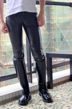 Men in hot boots or cool leather and some piercing Sexy Boots, Cool Boots, Casual Boots, High Boots, Mens Riding Boots, Leather Men, Leather Boots, Sexy Stiefel, Wellies Boots