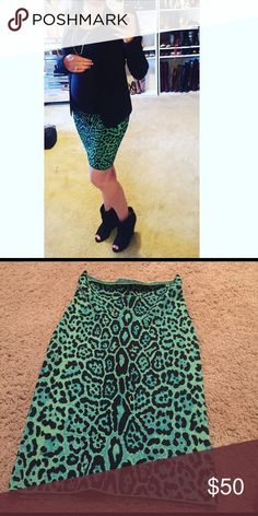 BCBGMAXAZRIA GREEN ANIMAL PRINT POWER SKIRT Fitted pencil skirt super stretchy green and teal animal friends BCBGMaxAzria Skirts Pencil
