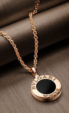 BVLGARI is famous for its glamorous gemstone jewelry, luxury watches, perfumes and leather goods. Old Jewelry, Cute Jewelry, Vintage Jewelry, Jewelry Accessories, Fashion Accessories, Fashion Jewelry, Jewelry Design, Hippie Jewelry, Pearl Jewelry